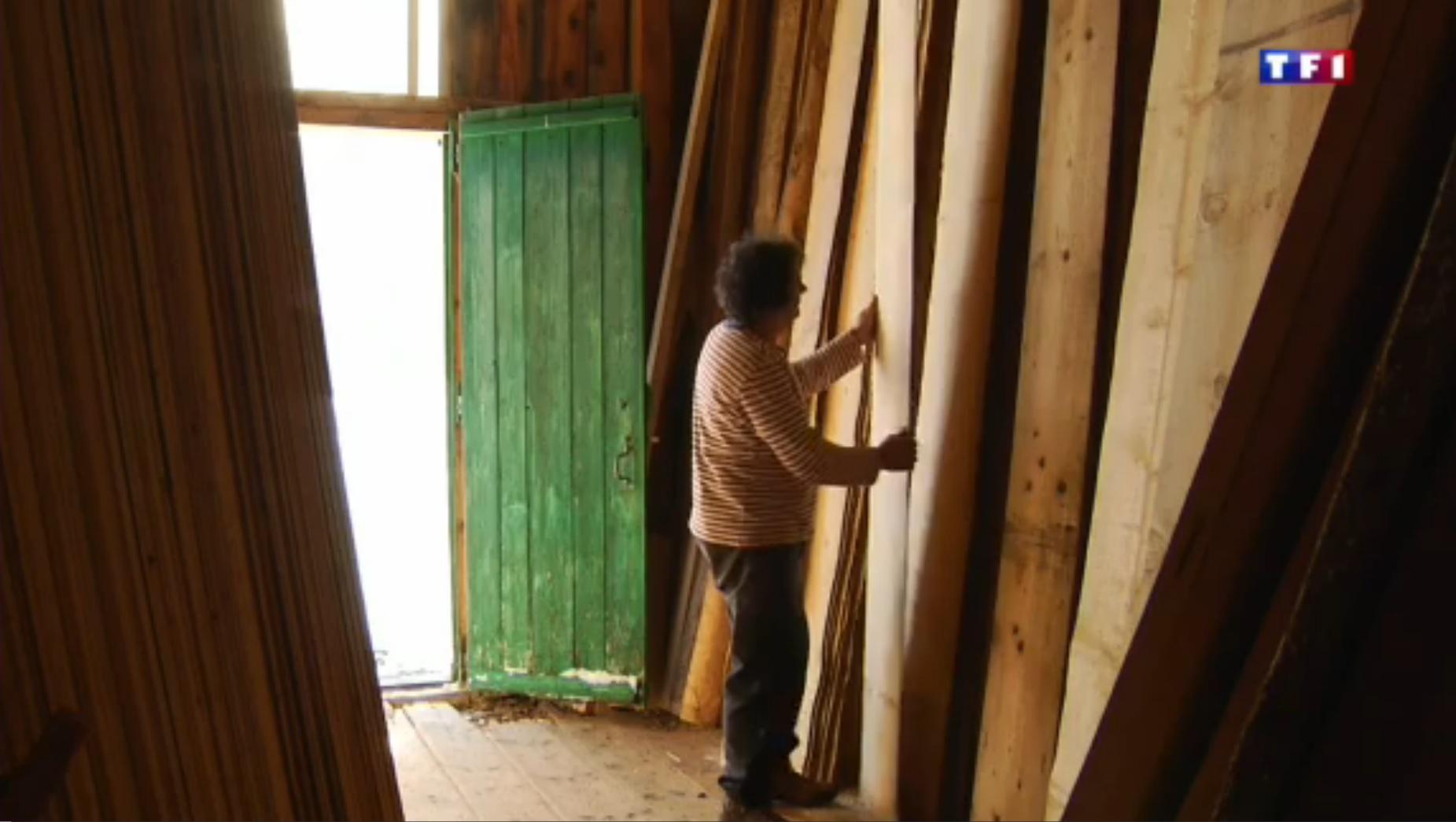 TF1  Jura (4-5) les layettes, l'art de tailler le bois d'épicéa 47