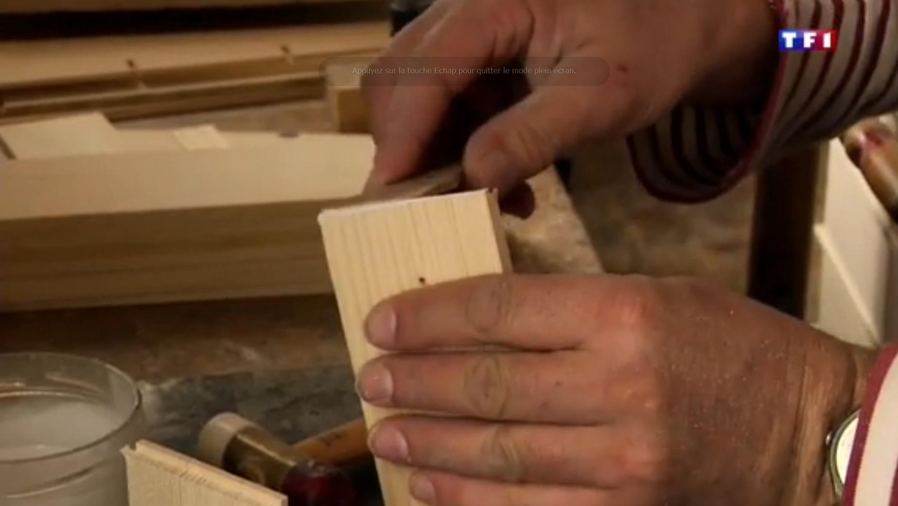 TF1  Jura (4-5) les layettes, l'art de tailler le bois d'épicéa 52