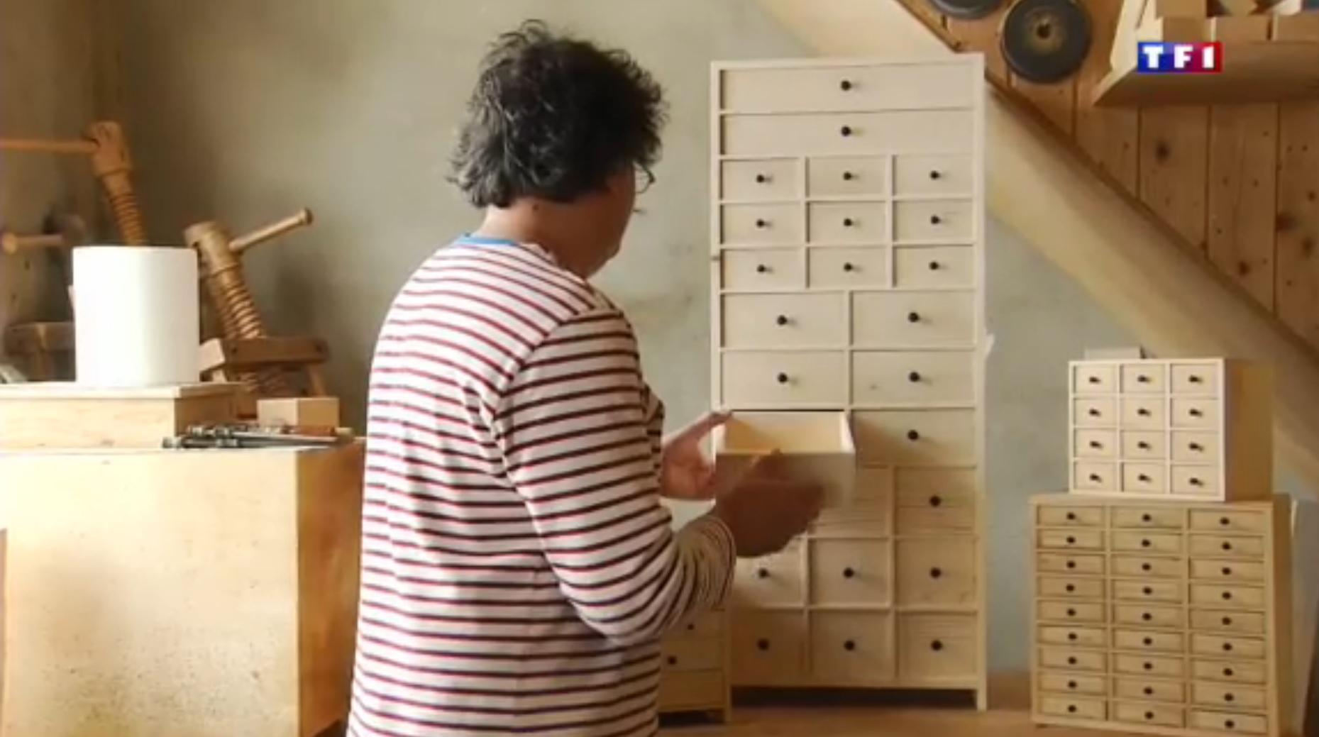 TF1  Jura (4-5) les layettes, l'art de tailler le bois d'épicéa 53