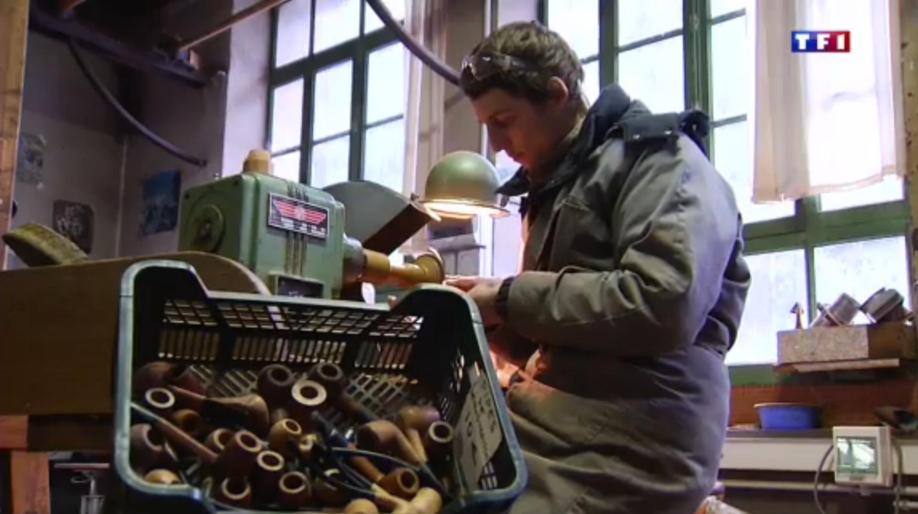 TF1  Jura (4-5) les layettes, l'art de tailler le bois d'épicéa 55