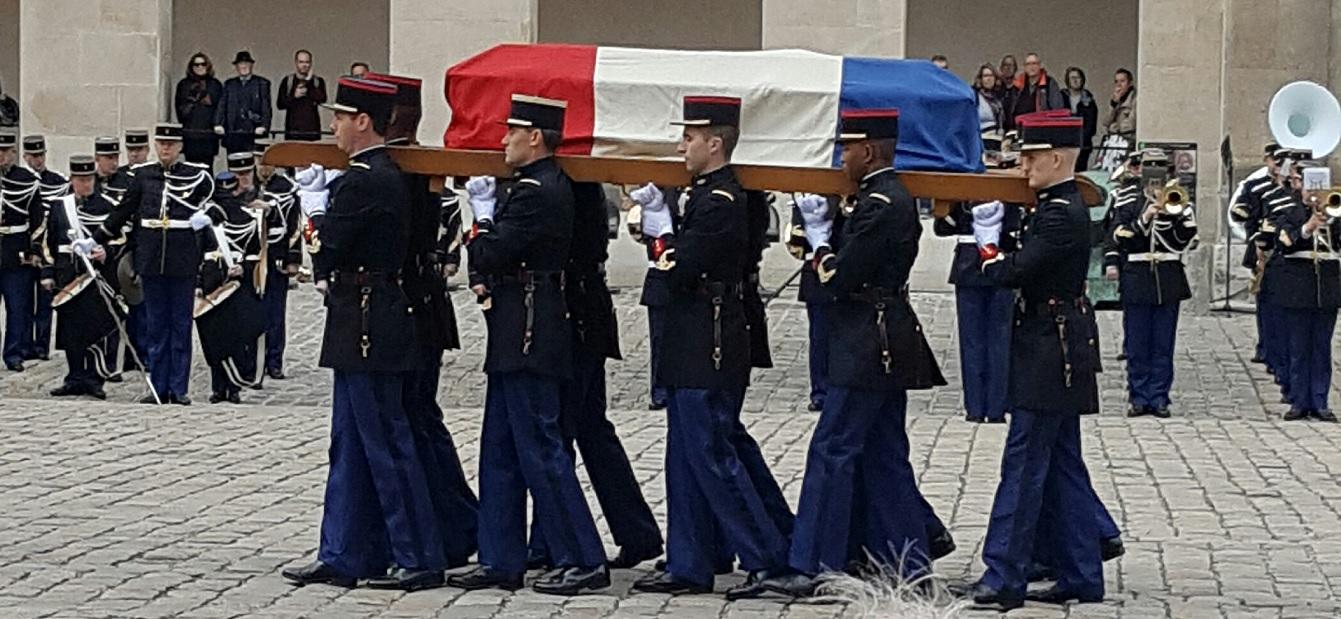 les honneurs militaires ont ete rendus à François Perrot